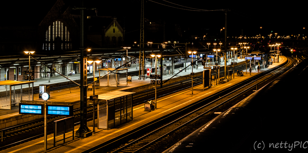 Bahnhof bei Nacht / Railway station by night
