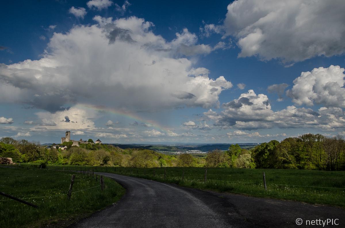 Regenbogen über Burg Greifenstein