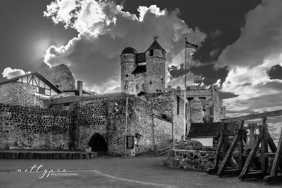 Burg Greifenstein b/w